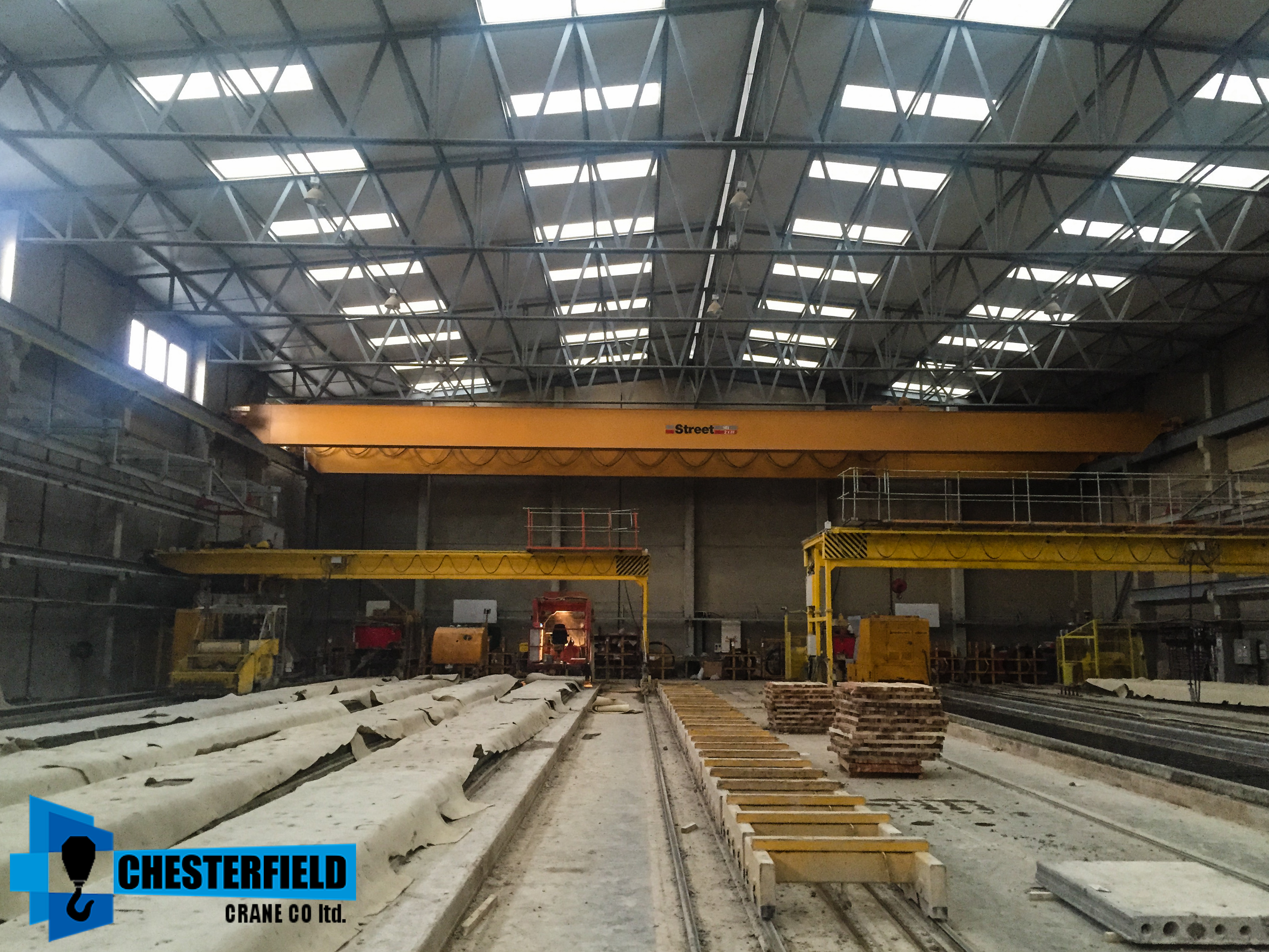 Chesterfield Crane Company Used 30 Meter 16 Tonne x2 8 Tonne Hoist Street Overhead Crane In Stock